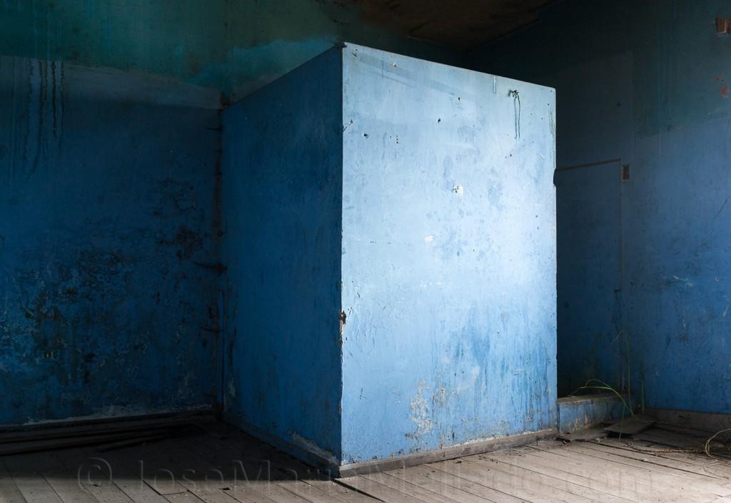 """Cubo azul"", 2013 Quito.  140 x 96 cm"