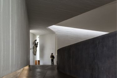"""Interior de iglesia"", 2012 Santiago de Chile. 150 x 100 cm"