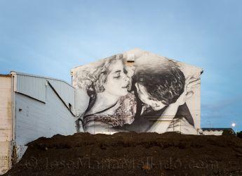 """""""Enamorados en la pared"""", 2014 Reyjkavík. 150 x 108 cm"""