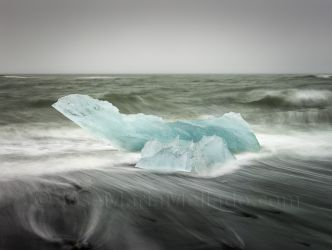 """""""Cubito de hielo en la playa"""", 2015 Islandia. 150 x 112 cm"""