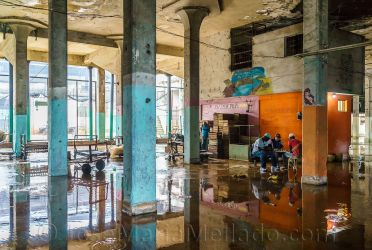 """""""Partida de ajedrez al cerrar el mercado"""", 2014 La Habana. 150 x 100 cm"""
