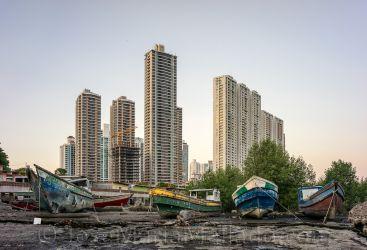 """""""Barcas de pesca y rascacielos"""", 2014 Panama City. 150 x 102 cm"""